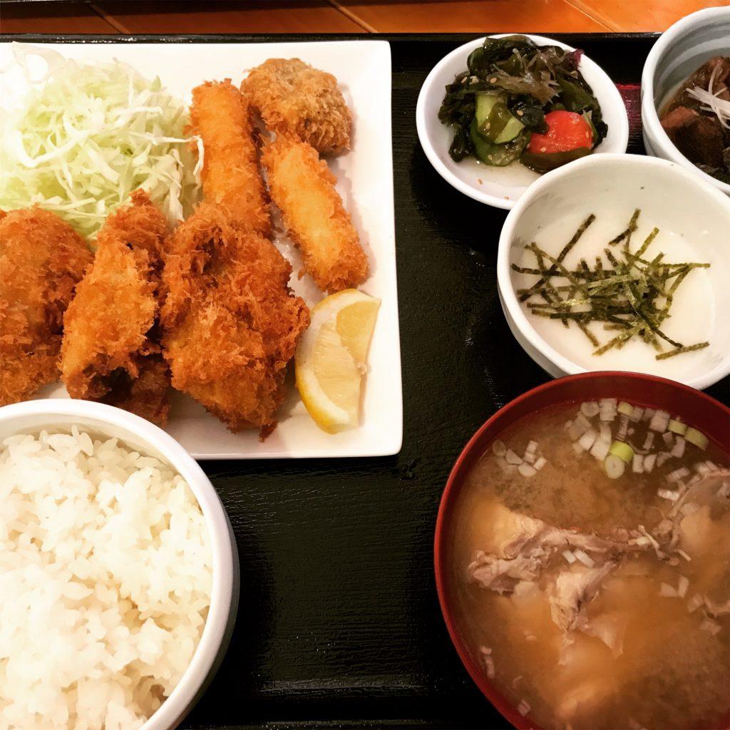 旬鮮魚ぶらっトリア「大粒カキフライ定食」